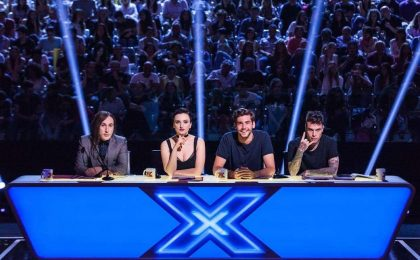 X Factor 10, il live finale: fischi per Arisa, Fedez a mani vuote