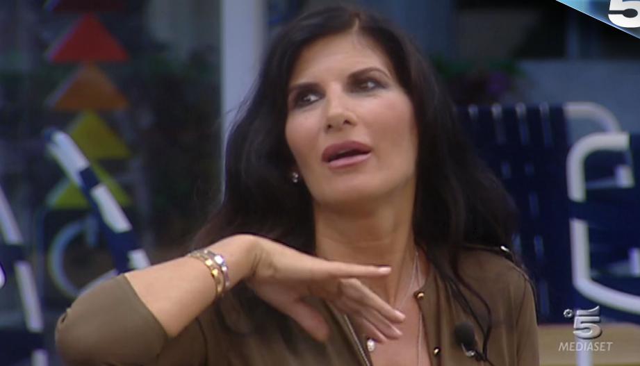 Grande Fratello VIP: Pamela Prati tenta l'evasione dalla casa