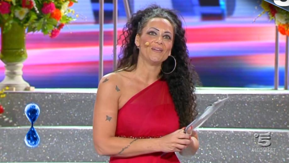 30 Tu sì que vales, Isabella Intagliata ''presenta Sanremo''