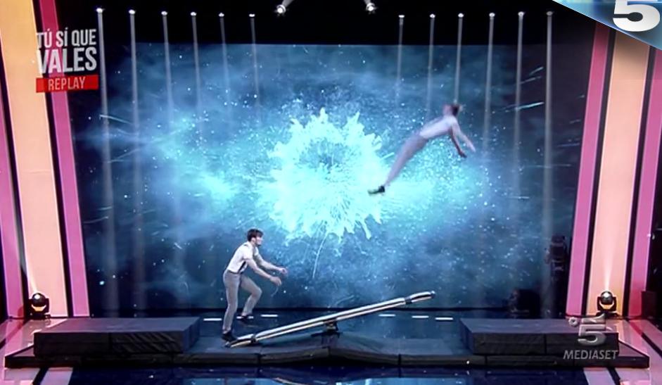 19 Tu sì que vales, l'esibizione del duo di acrobati Akala Ivanow