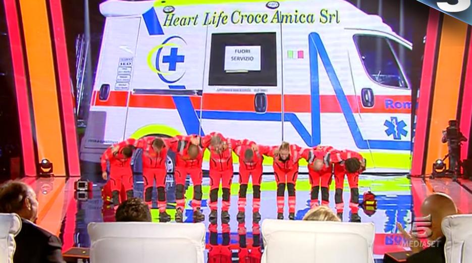 40 Tu sì que vales, Christian e i ragazzi del 118 arrivano in ambulanza