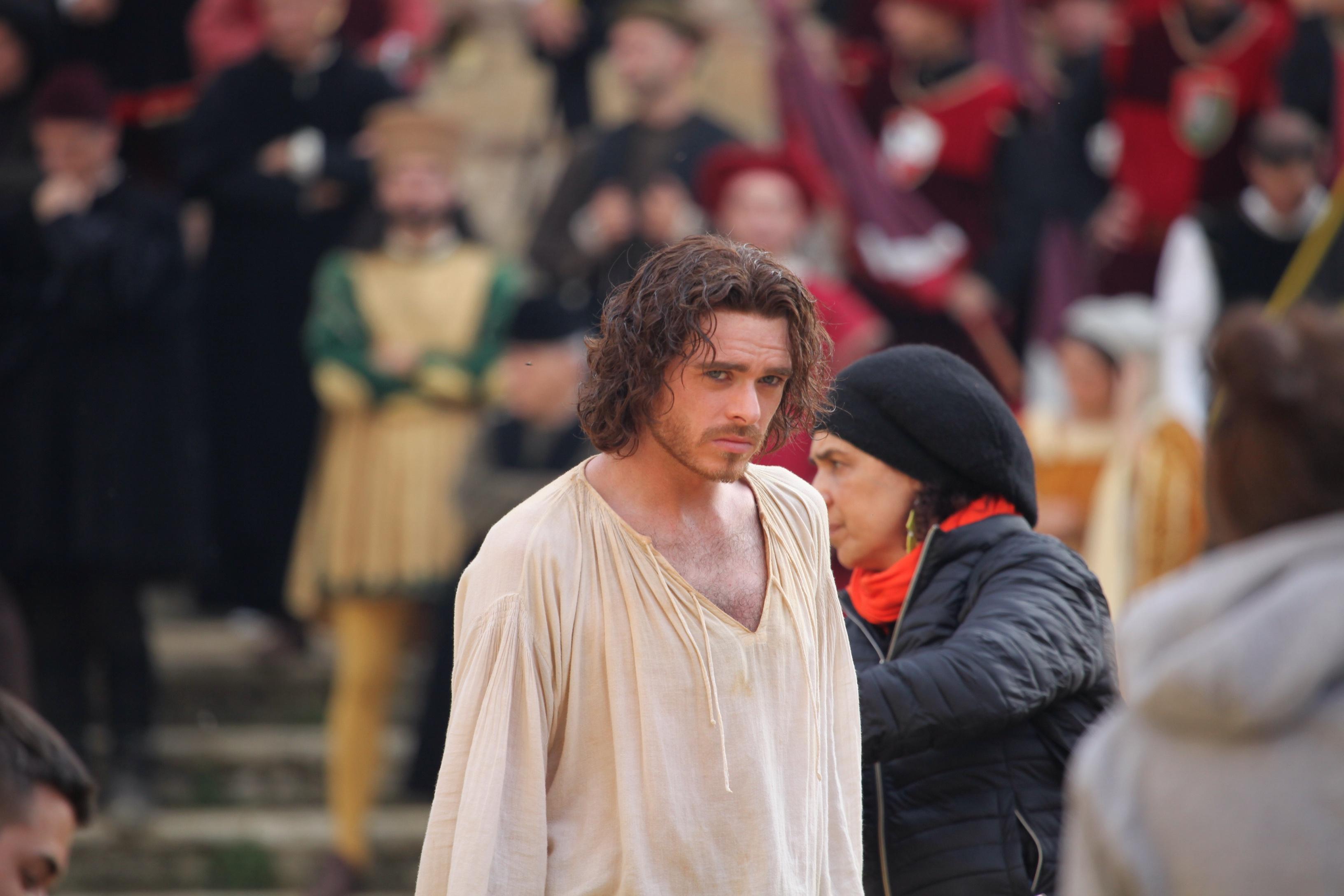 Montepulciano, Richard Madden sul set della serie tv che racconta la famiglia dei Medici