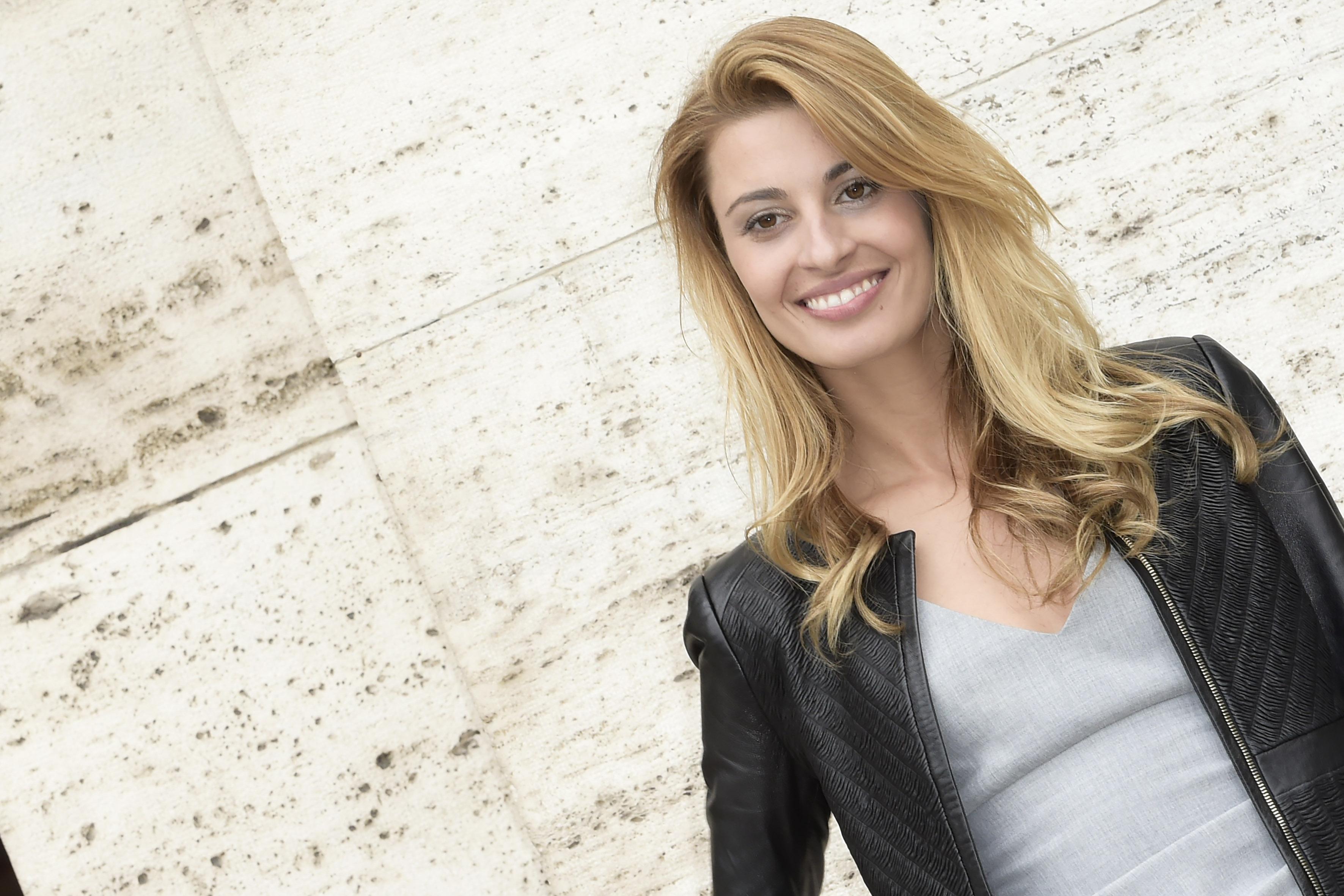Sveva Alviti, malore in diretta tv: crisi epilettica per l'attrice di Dalida