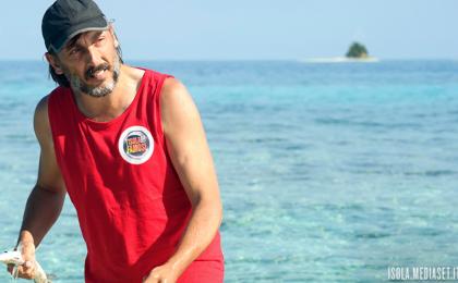 L'Isola dei Famosi 2017, Stefano Bettarini sventa il furto di Massimo Ceccherini