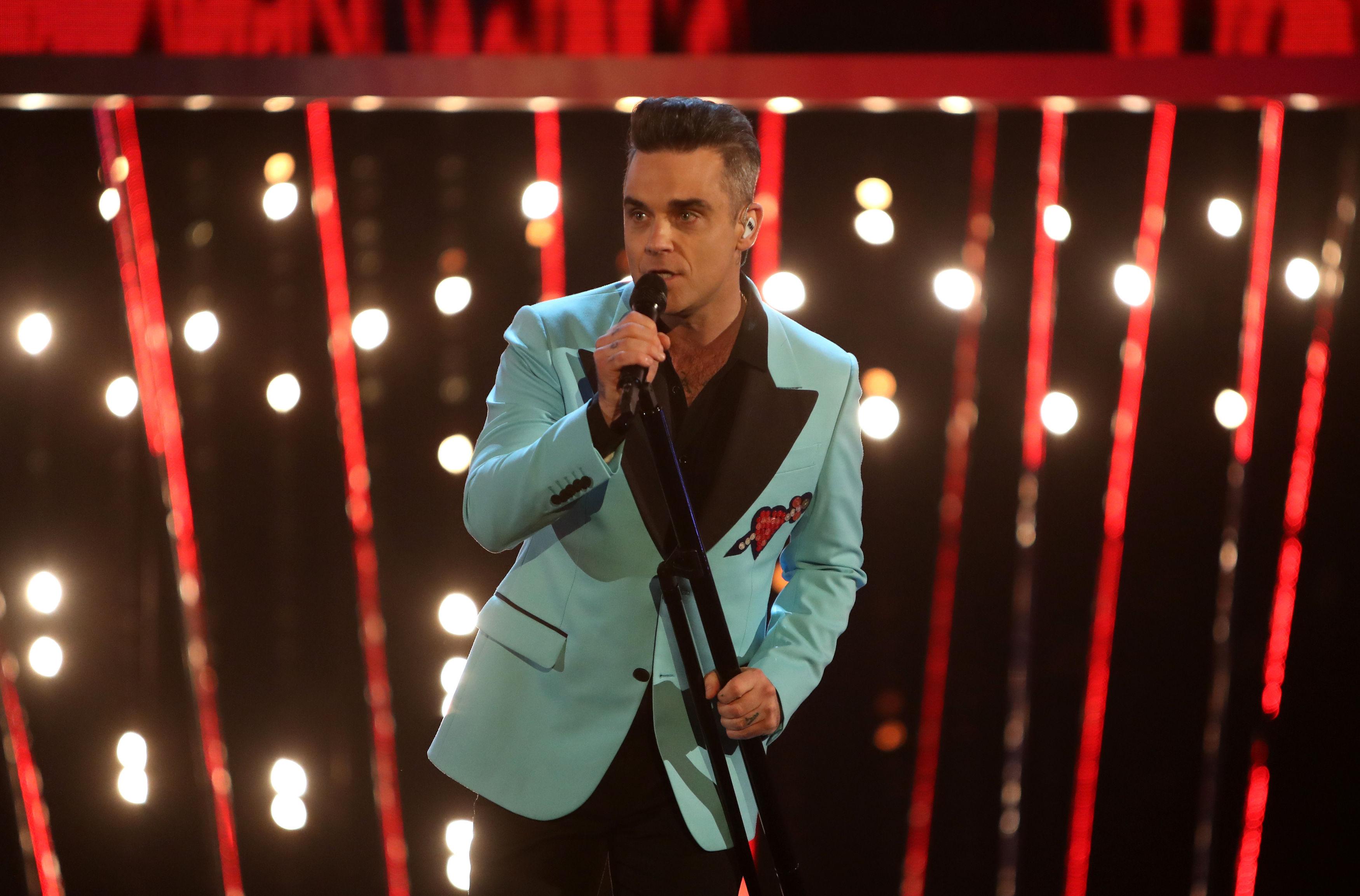 Robbie Williams ospite a Sanremo 2017: al Festival il suo 'Heavy Entertainment Show'