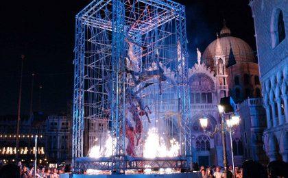 Festival di Sanremo 2017: i Kitonb aprono la quarta serata con acrobazie di teatro aereo