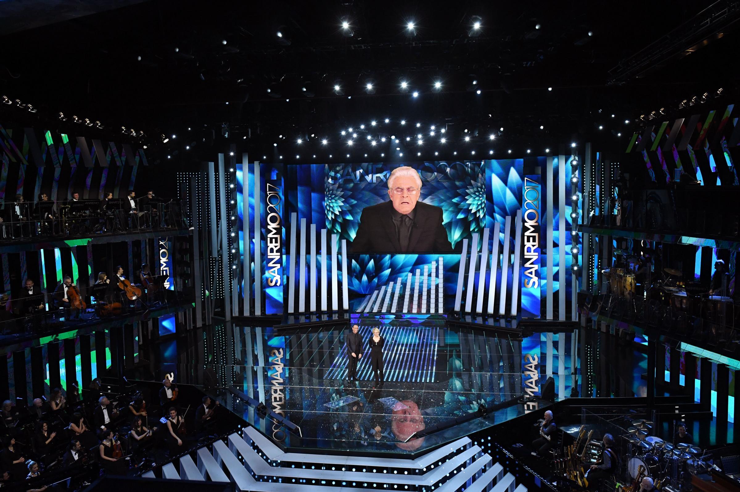Sanremo 2017: la copertina di Crozza della seconda serata: 'Italiani siete vecchi, riproducetevi'