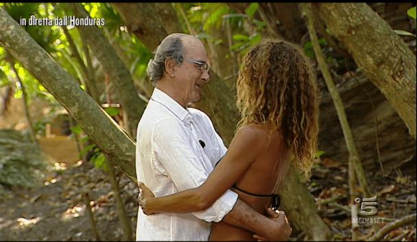 Isola dei famosi 12, Samantha de Grenet abbraccia il padre