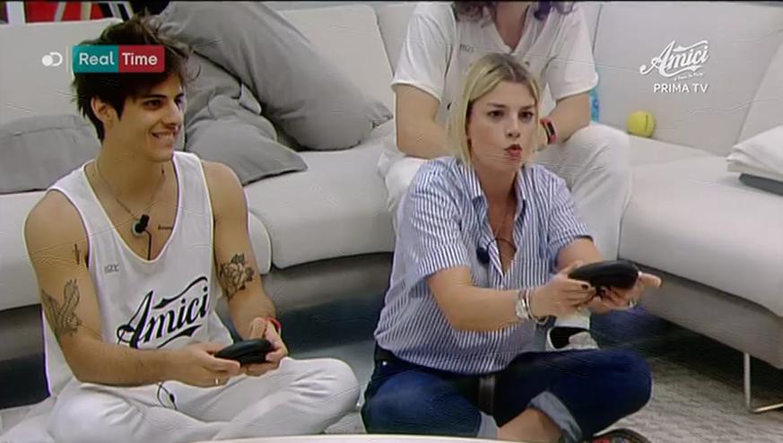 Amici 2017, Emma ai videogiochi con Mike Bird
