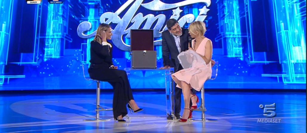 Amici 2017, Simona Ventura e Maradona intervistano Maria De Filippi