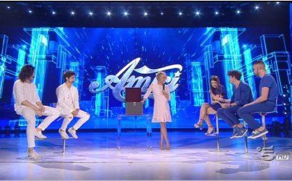 Amici 2017 semifinale, ascolti tv del 20 maggio 2017 sospesi a causa di un problema: indagine in corso