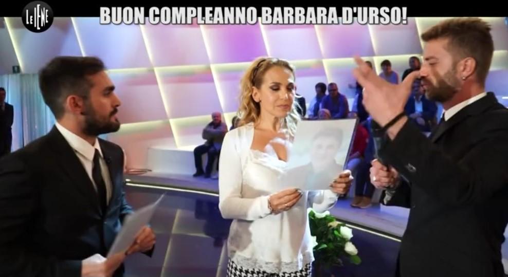 Le Iene 2017, Corti e Onnis si spogliano da Barbara D'Urso [video]