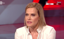 Cartabianca, Simona Ventura contro Barbara D'Urso: Selfie non specula, Pomeriggio 5 sì