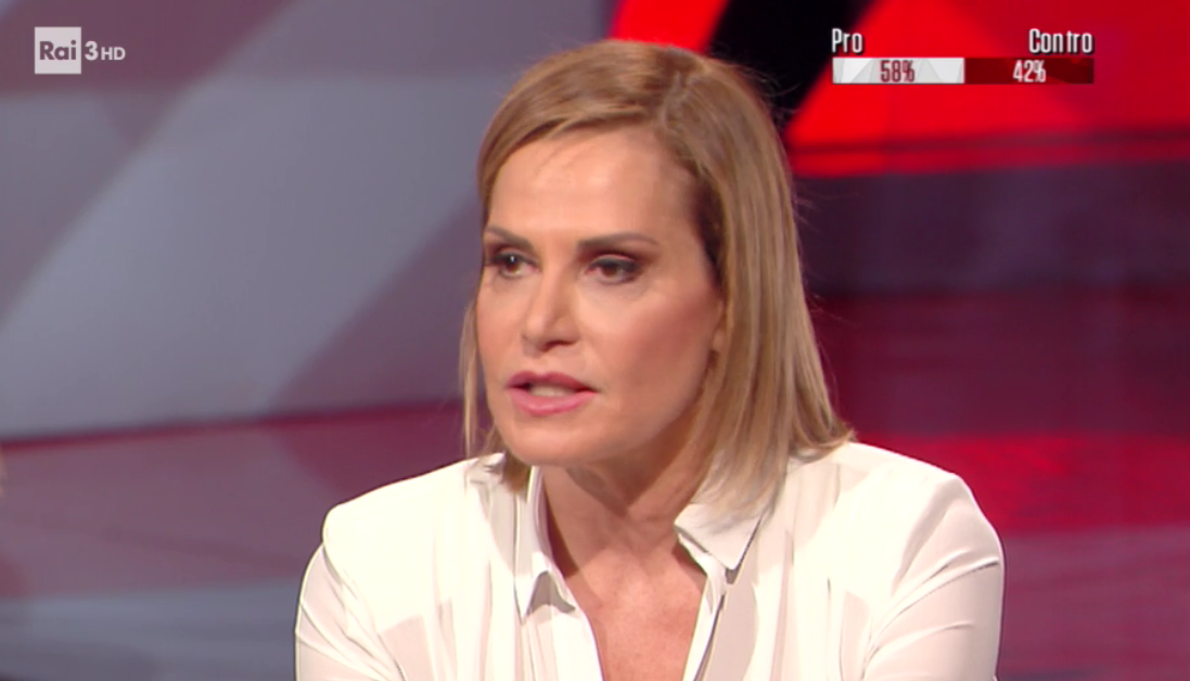 Cartabianca, Simona Ventura contro Barbara D'Urso: 'Selfie non specula, Pomeriggio 5 sì'