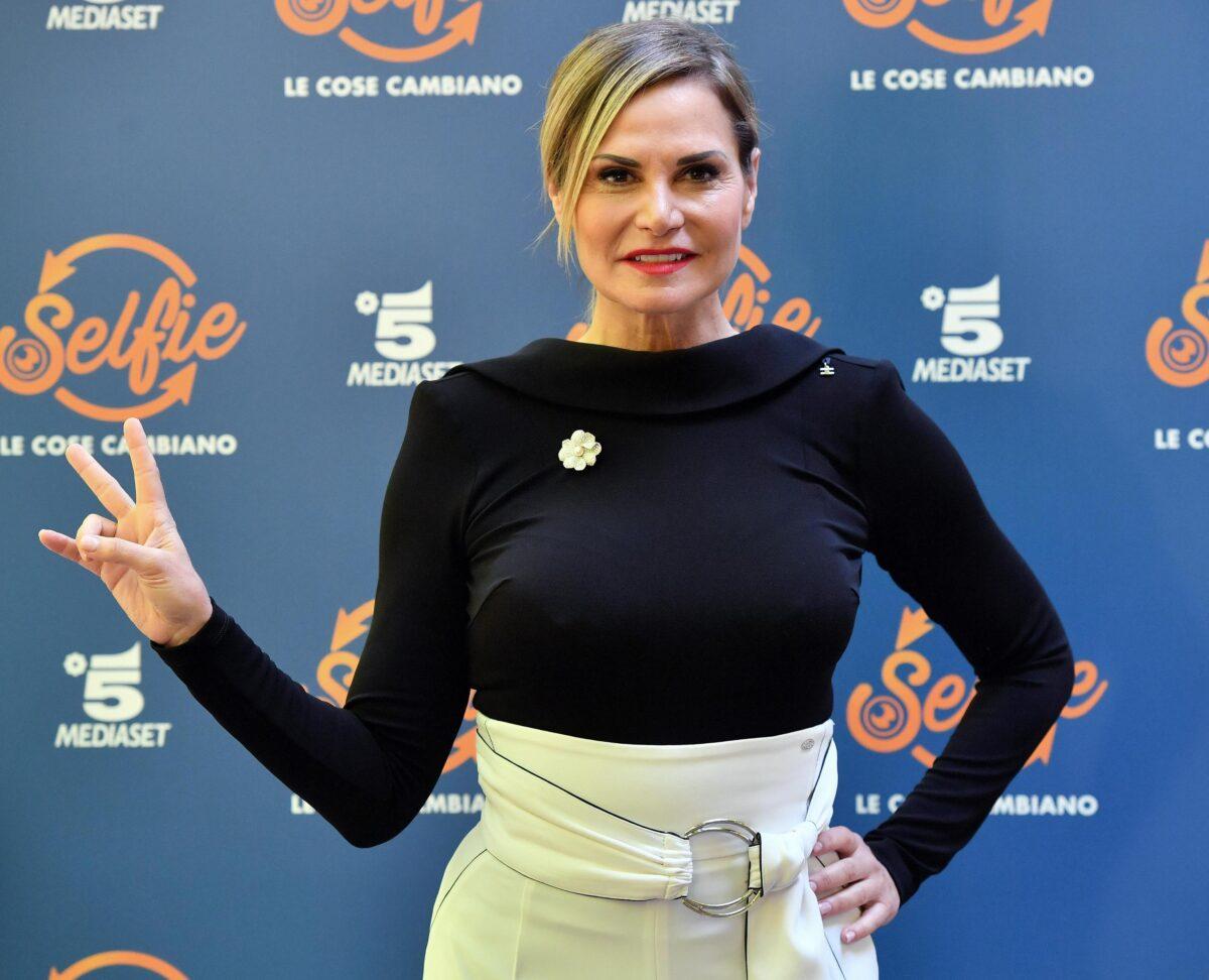 Isola dei famosi 2018, Simona Ventura conduttrice? Mediaset non 'licenzia' Alessia Marcuzzi