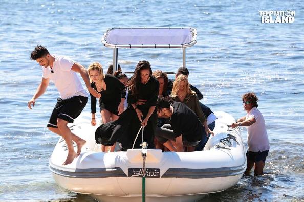 Temptation Island 2017, riassunto prima puntata: Selvaggia e Francesco in crisi. E' l'inizio della fine?