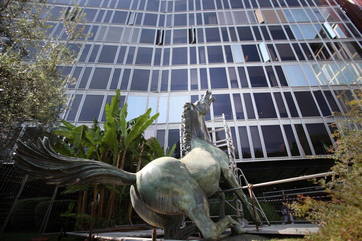 Rai, tetto compensi di 240 mila euro: il Cda approva le deroghe per gli artisti