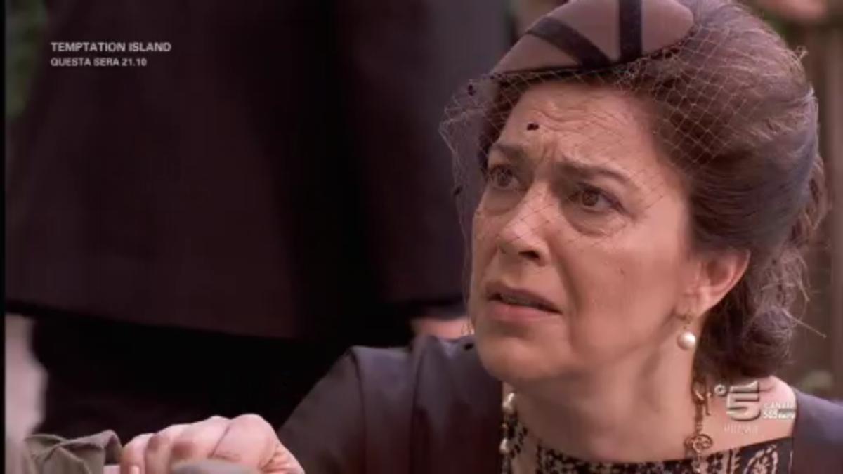 Il Segreto, riassunto puntata del 24 luglio 2017: Francisca in manicomio da zia Eulalia