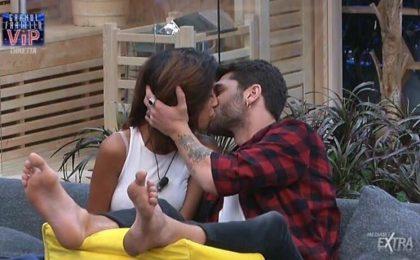 Grande Fratello VIP 2, Jeremias Rodriguez e Carla Cruz: primo bacio nella Casa