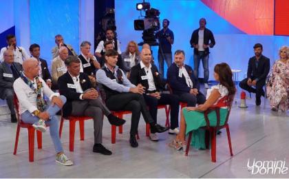 Uomini e Donne oggi, anticipazioni e news trono over – puntata 5 ottobre 2017: Titti piena di corteggiatori