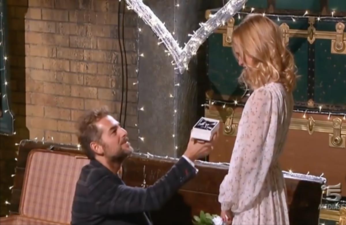 Daniele Bossari e la proposta di matrimonio in diretta TV a Filippa Lagerback