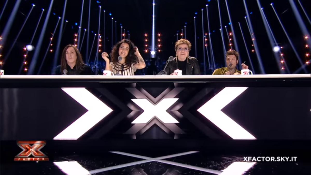 Stasera in tv giovedì 14 dicembre 2017 cosa guardare: X Factor su Sky Uno, La strada di casa su Rai 1