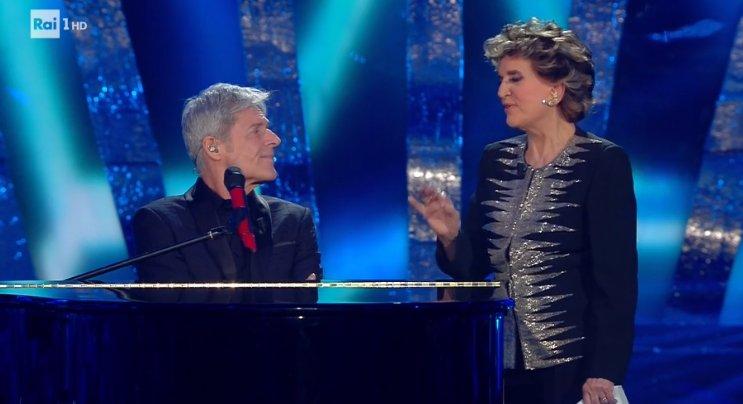 Sanremo 2018, Franca Leosini e Claudio Baglioni: la gag sulle note di 'Questo piccolo grande amore'