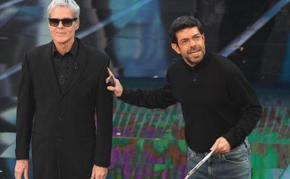 Sanremo 2018, Pierfrancesco Favino e la battuta su Conchita Wurst: le accuse di omofobia