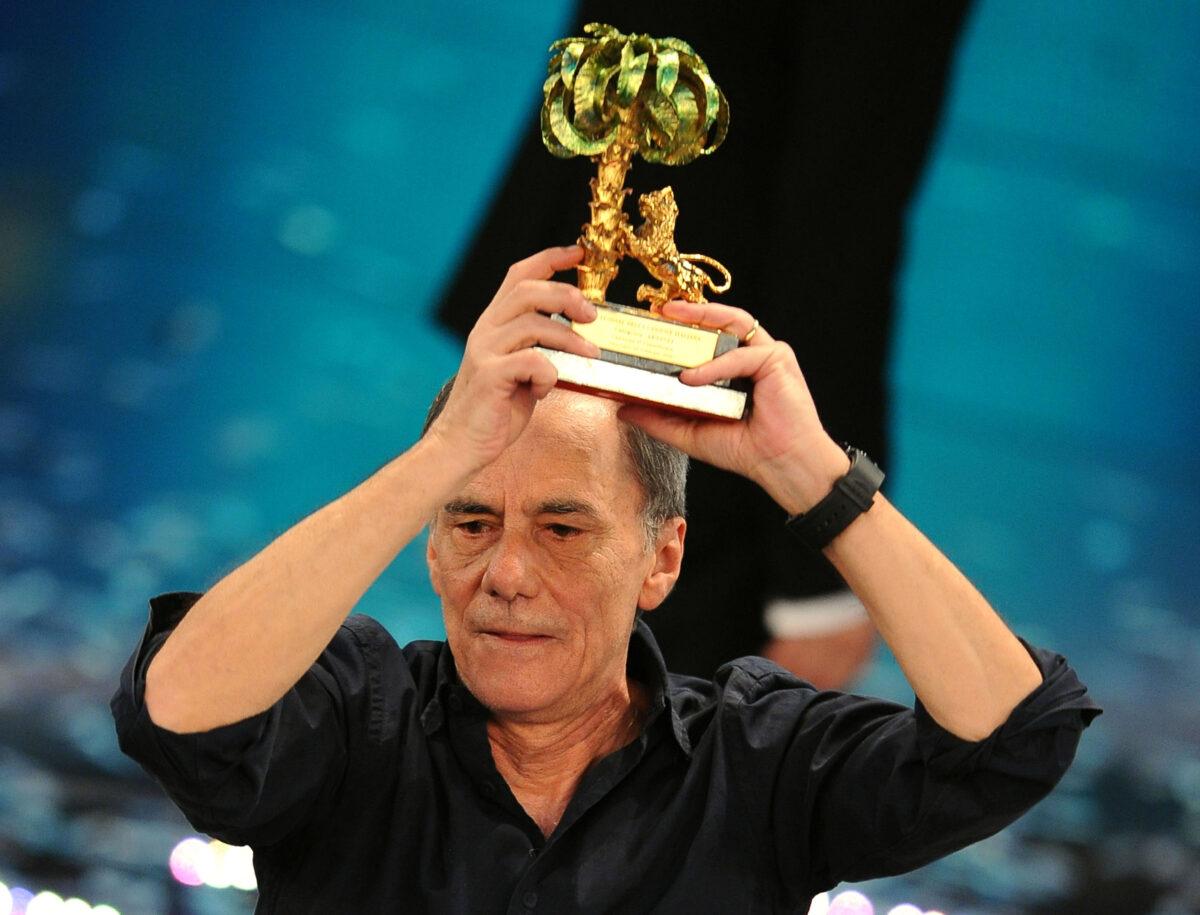 Roberto vecchioni vincitore sanremo 2011