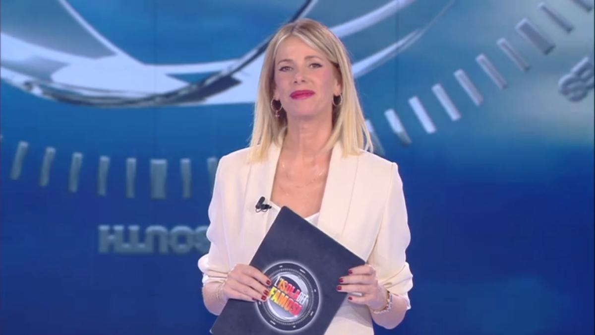 Stasera in tv martedì 27 febbraio 2018 cosa guardare: È arrivata la felicità su Rai 1, L'isola dei Famosi su Canale 5