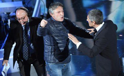 Sanremo 2018, irruzione in diretta sul palco dell'Ariston