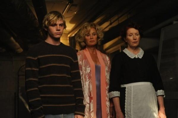 american-horror-story-jessica-lange-conroy-peters