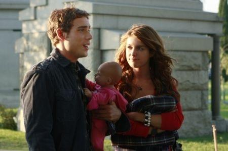 Dustin Milligan in una scena di 90210
