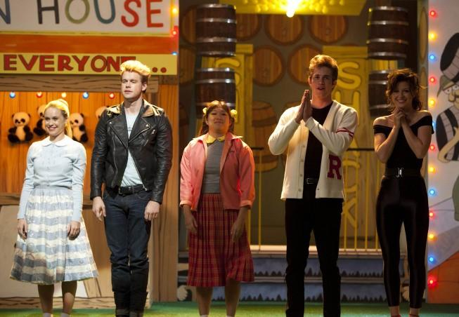 Il cast del musical Grease nell'episodio 4x06 'Glease'