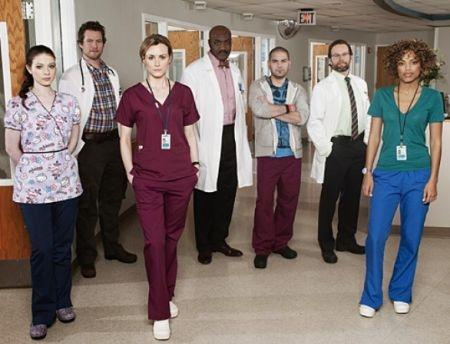 IL cast al completo del medical drama Mercy